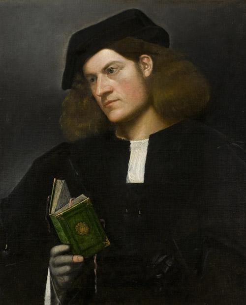 giovane con il libro verde